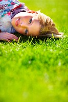 Portrait of a gorgeous young girl lying on the grass in the sunshine _ Copyspace