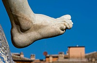 detail of foot in Piazza Navona