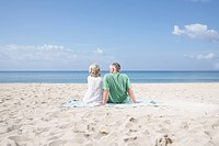 Spain, Mallorca, Senior couple sitting at beach (thumbnail)