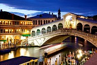 Rialto Bridge at dusk, Venice, UNESCO World Heritage Site, Veneto, Italy, Europe