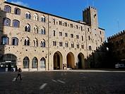volterra, piazza dei priori, toscana, italia, europa