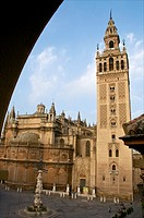 Lantern-Fountain, 18th c , Plaza Virgen de los Reyes,and Giralda , and Cathedral, Seville, Andalusia, Spain