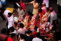 Community carrying Ganesha together for immersion, Mumbai, Maharashtra, India, Asia