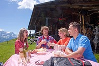 Traveller, alpine hut, canton, Bern, mountain, mountains, couple, Couples, Gstaad, summer sport, footpath, walking, hiking, trekking, food, eating, ca...