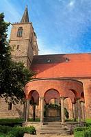 Nikolaikirche mit Brunnen