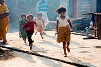 Children running on street ; Salunkhewadi ; Nandur ; Marathwada ; Maharashtra ; India MR688