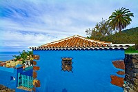 canary islands, la palma : tirajafe, blue house