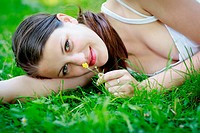 Close_up portrait of an attractive young woman outdoors