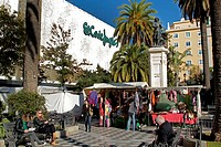EL CORTE INGLES, DEPARTMENT STORE, PLAZA DEL DUQUE DE LA VICTORIA, BUILDING, STATUE OF THE PAINTER VELAZQUEZ, SEVILLE, ANDALUSIA, SPAIN