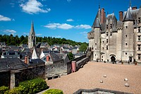 GARDEN AND INNER COURTYARD OVERLOOKING THE TOWN, CHATEAU DE LANGEAIS, INDRE_ET_LOIRE 37, FRANCE