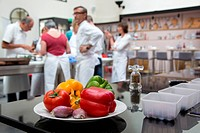 YELLOW AND RED BELL PEPPERS, TOMATOES, ORIGINAL CUISINE WITH LAURENT CLEMENT, COOKING CLASSES, 11 COURS GABRIEL, CHARTRES, EURE_ET_LOIR 28, FRANCE