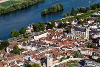 THE TOWN OF VERNoN ON THE BANKS OF THE SEINE WITH ITS COLLEGIATE CHURCH OF NoTRE_DAME, EURE 27, NoRMANDY, FRANCE