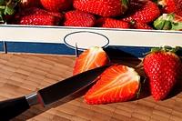 Frische Erdbeeren in der Obstkiste