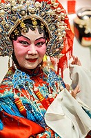 Chinesse Opera Singer dressed for performing, Singapur, Asia