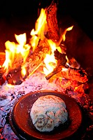 Brot backen abends am Lagerfeuer, baking at evening at bonfire