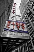 Die Radio City Music Hall ist ein Konzertsaal im Zentrum von Manhattan in New York City. Das Gebäude gehört zum Rockefeller Center und liegt gegenüber...