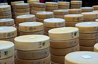 Stapel von Schweizer Alpkäse , Chästeilet im Justistal, Beatenberg, Schweiz / Swiss alpine cheese truckles for distribution, Chästeilet event in the J...