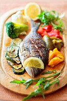 Grilled gilthead with vegetables