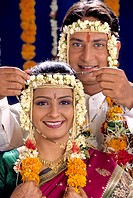 maharashtrian Bridegroom holding mangalsutra infront of Bride ; Hindu Weeding ; Maharashtra ; india