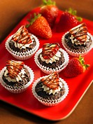 Individual brownie cakes with strawberries