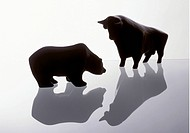 Sculptures of bull and bear, symbols of the tone at the stock exchange. - FRANKFURT, GERMANY, 11/06/1995