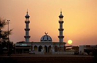 Mosque in Dubai during sunset. - DUBAI, VEREINIGTE ARABISCHE EMIRATE, 01/11/1999
