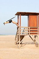 man playing sports on the beach with trx.