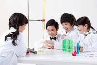 kids doing chemistry