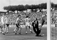 Fussball, Bundesliga, Saison 1971/1972, Wedaustadion Duisburg, MSV Duisburg gegen Borussia Dortmund 2:1, Spielszene, Torszene, v.l.n.r. Kurt Rettkowsk...