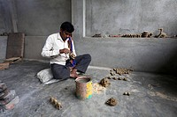 Artisan, Dokra metal art, at work in urban village, District Hazaribaug, Jharkhand, India