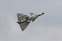 Kampfflugzeug vom Typ Saab JA 37 Viggen der schwedischen Luftwaffe am 14.06.2013 während einer Flugvorführung anlässlich der Open Dagen 2013 in Volkel...