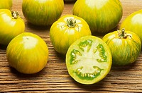 Tomato 'Green Zebra' Sliced