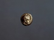 Gold coin depicting Demeter, from Lesbos, obverse, SNG 4360. Greek coins.  Cambridge, Fitzwilliam Museum