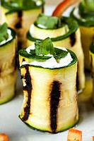 zucchini rolls with goat cheese