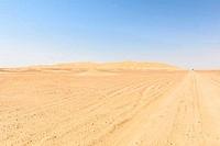 Dirt road in Oman desert (Oman)