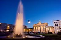 La puerta de Brandenburgo, obra del arquitecto Carl Gotthard Langhans, Berlin, Germany