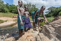 Surma girls adorning at the river edge