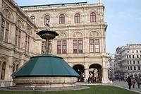 Europe, Austria, Vienna, fountain in front of the Vienna Opera