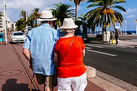Elder couple walking on Promenade des Anglais. Nice, Alpes-Maritimes, French Riviera, Provence-Alpes-Côte d´Azur, France.