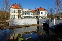 Germany, Gelsenkirchen, Ruhr area, Westphalia, North Rhine-Westphalia, Gelsenkirchen-Buer, Berge Castle, moated castle, water ditch, castle bridge, ho...