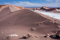 `Duna Mayor´, in Valle de la Luna (Valley of the Moon ) and salt deposited on the ground, near San Pedro de Atacama, Atacama desert. Region de Antofag...