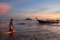 Fisherman in Happy Island, Hat Phra Nang Beach, Railay, Krabi Province, Thailand, Southeast Asia, Asia. Hat Phra Nang Beach, Railay Beach, forms one o...