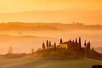 Orcia Valley (Val D´orcia). Farmhouse called ´Il Belvedere´ near Pienza. Tuscany. Italy.