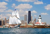 Chicago tour boat ´Windy´ leaving Navy Pier and heading out onto Lake Michigan past the historic Chicago Lighthouse  Tall dark building is the John Ha...