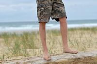 Boy´s legs near the sea
