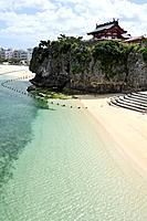 Naha (Japan): Naminoue Beach, with the Naminoue Shrine on the right