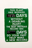 A sign marking off the number of days since the last work-related injury