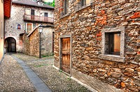 Rustic alley in stone with arch