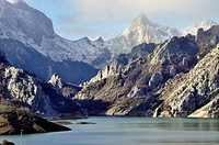Mountains of León with the Picos de Europa in the background as seen from the Riano reservoir, Leon province, Castilla-Leon, Spain