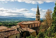 Village and views over the Luberon mountains, St Saturnin les Apt, Luberon, France